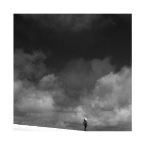 Photographie Fine Art N&B - Sur le fil d'un ciel entre ciel et terre 2