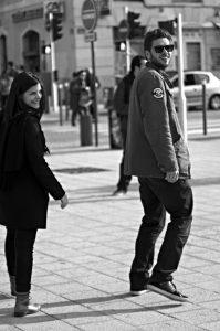 Photographie Street Art noir et blanc - Le retournement 1\2