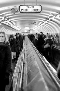 photographie Street Art noir et blanc - Le métro et la liberté d'un photographe non conditionné