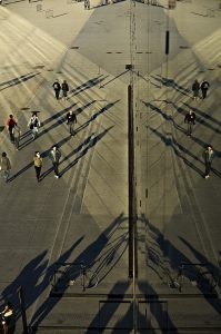 Photographie Street Art - Reflet des passants