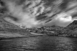 David-Alexandre Vianey vous présente une illustration sur le thème paysage en altitude et en version noir et blanc.