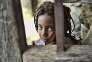 Photographie portait pop - Perle de beauté, d'une enfant métissé aux magnifique yeux vert