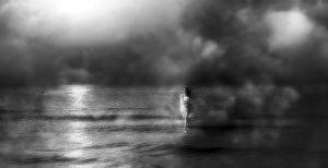 Photographie FINE ART en noir et blanc - Brume au crépuscule sur une mer effleurée