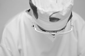 Photographie de David-Alexandre Vianey - Portrait D'orthodontie - intitulé Un regard pour qu'il se révèle - Noir et blanc